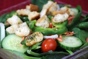 Checkmate Pizza Spinach Salad